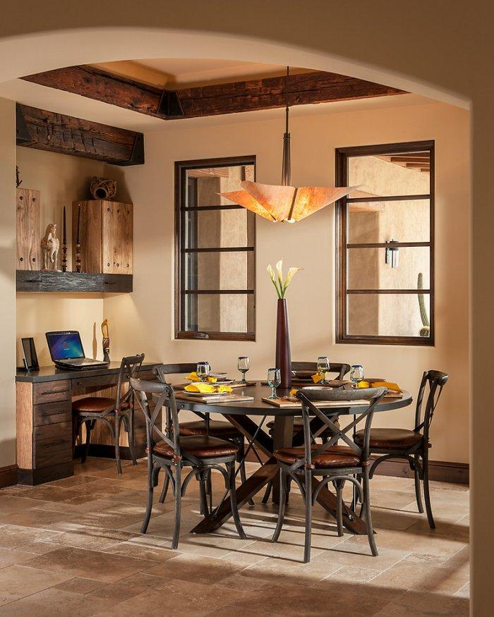Small breakfast room with workstation - Luxury Rustic Family Desert House in Arizona
