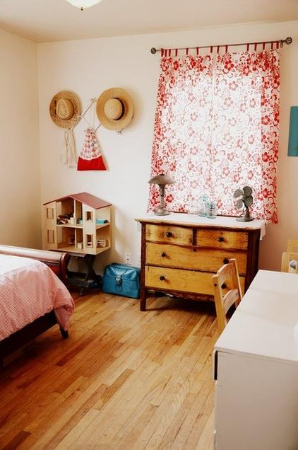 Small dollhouse in the bedroom - Fresh Home Decorating Ideas