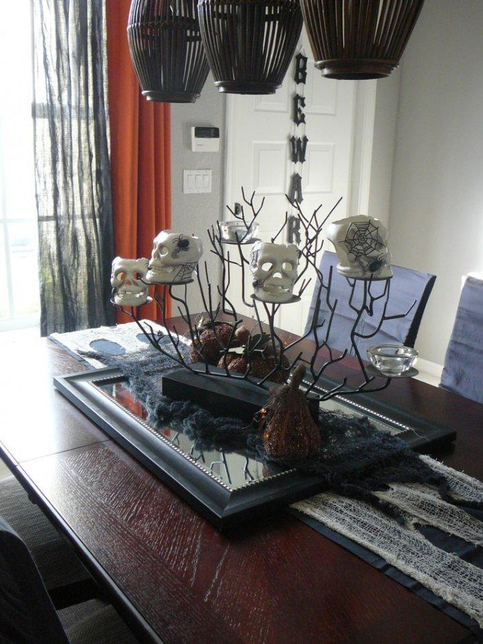 Spooky table decorations with skulls - Halloween Ideas for Scary Interior Decorations