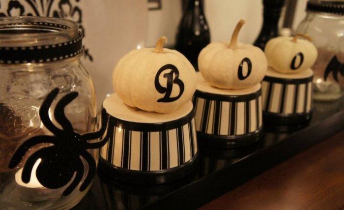 Striped ramekins and petite pumpkins create Halloween spirit - 36 Ideas for Your Home