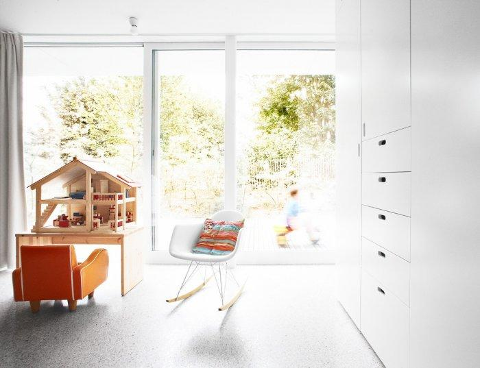 Sunny living room with dollhouse - Fresh Home Decorating Ideas