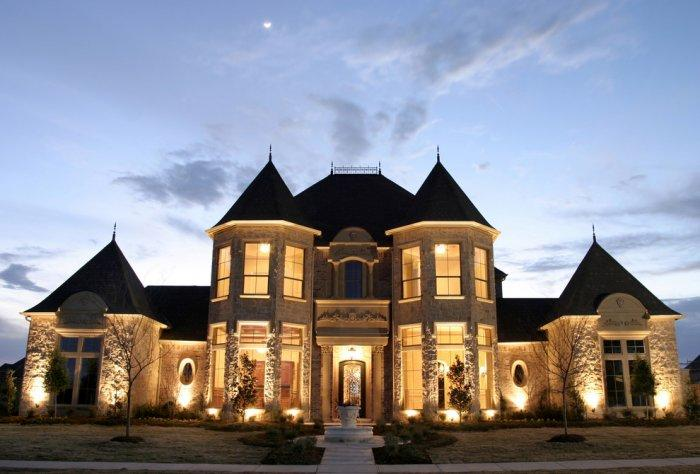 Symmetrical French château luxury mansion Architecture - 14 Amazing Houses