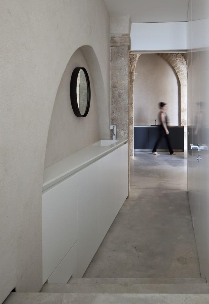 The hallway is an tensions the shower. - Spectacular Ancient Seaside Penthouse in Tel Aviv