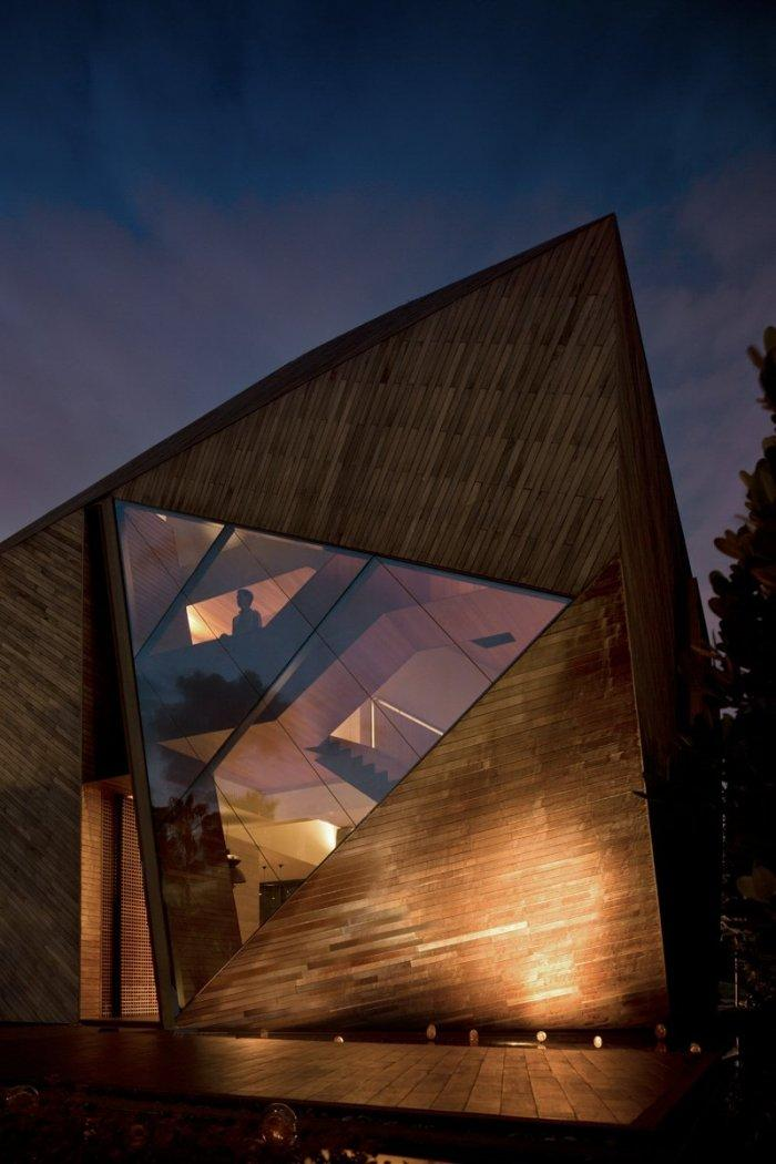 Triangular window facade- The Contemporary Diamond House by Formwerkz Architects