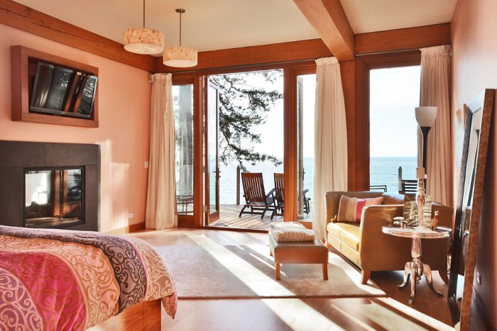 Warm bedroom design with Pacific ocean views - The Dream Coastal House