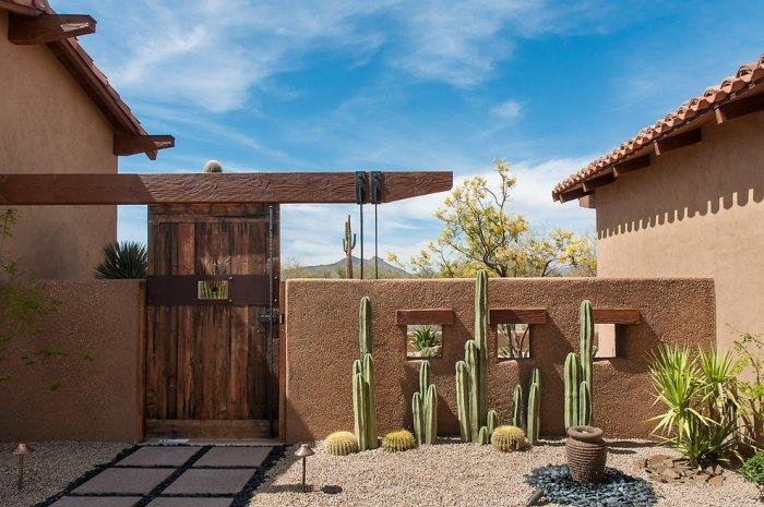 Window lintels with wood beams - Luxury Rustic Family Desert House in Arizona