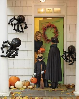 Balloon Spiders - How to Decorate your Outdoor Areas for Halloween