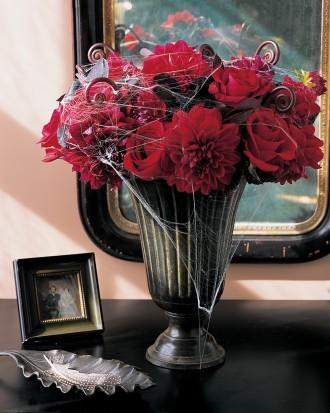 Forbidding Flowers - 34 Ideas for Halloween Table Decorations - How To