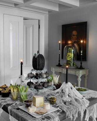 Glittered Pumpkin Centerpiece - 34 Ideas for Halloween Table Decorations - How To