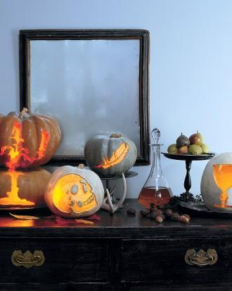 Gothic Pumpkin Centerpieces - 34 Ideas for Halloween Table Decorations - How To