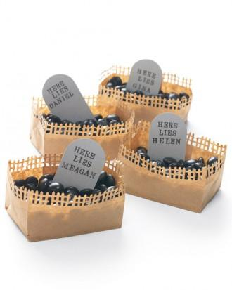 Graveyard Place Cards - 34 Ideas for Halloween Table Decorations - How To