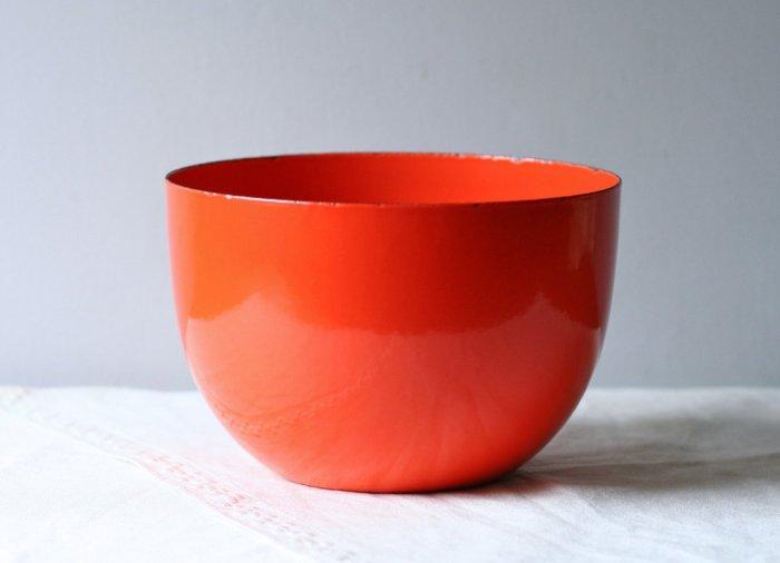 Orange Enamel Arabia Bowl by Modish Vintage - Inspiring Autumn Decorating Ideas in Cute Orange Colors