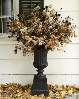 Outdoor Halloween Arrangement - How to Decorate your Outdoor Areas for Halloween