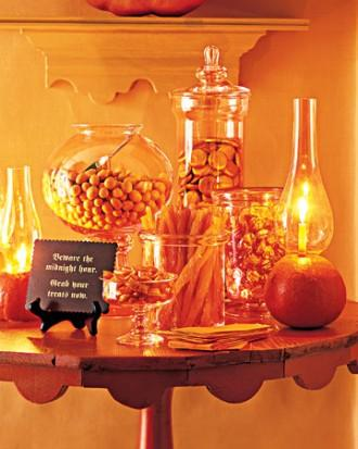 Pumpkin Lantern - 34 Ideas for Halloween Table Decorations - How To
