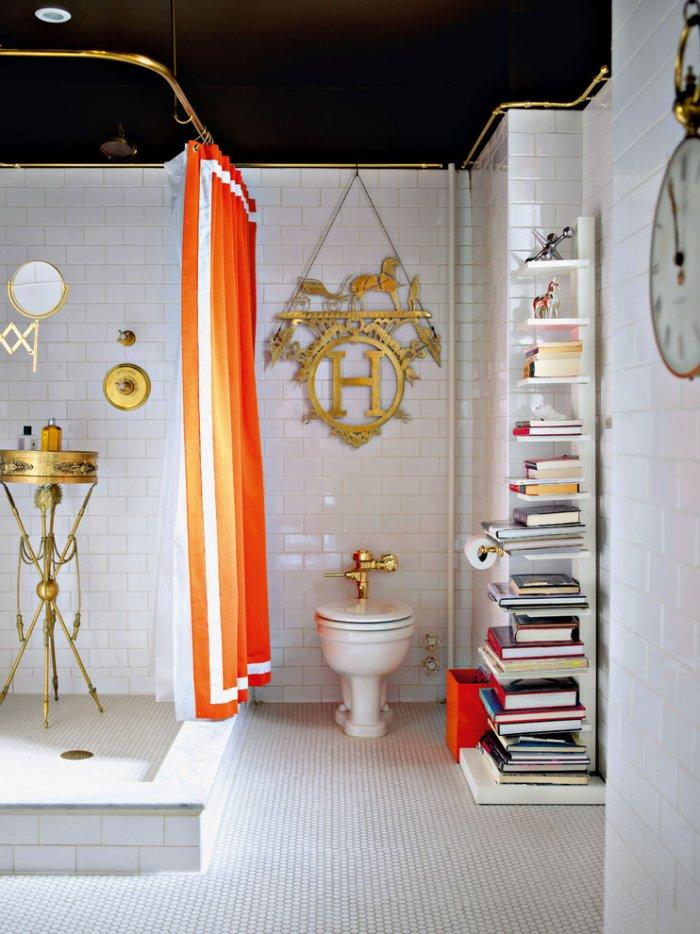Amazing eclectic bathroom design with golden accents - 8 Residential Interior Design Inspiring Examples