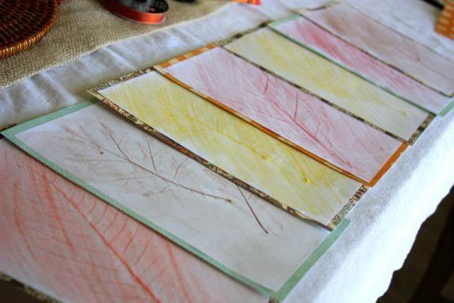 Colored sheets of paper with autumn leaves motifs - 9 Easy DIY Decorating Ideas with Autumn Leaves