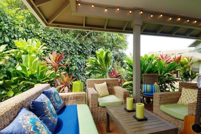 Colorful textile and upholstery in a Hawaiian house - The Best Homes for 2013