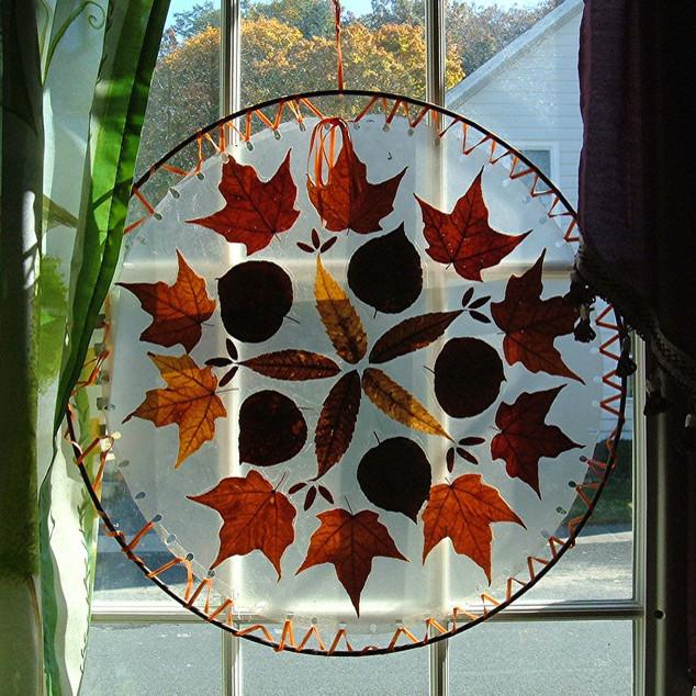 Creative autumn decorative item for windows - 9 Easy DIY Decorating Ideas with Leaves