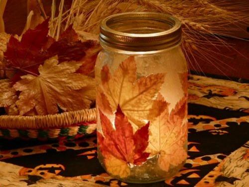Easy to make DIY autumn candleholder - 9 Decorating Ideas with Leaves