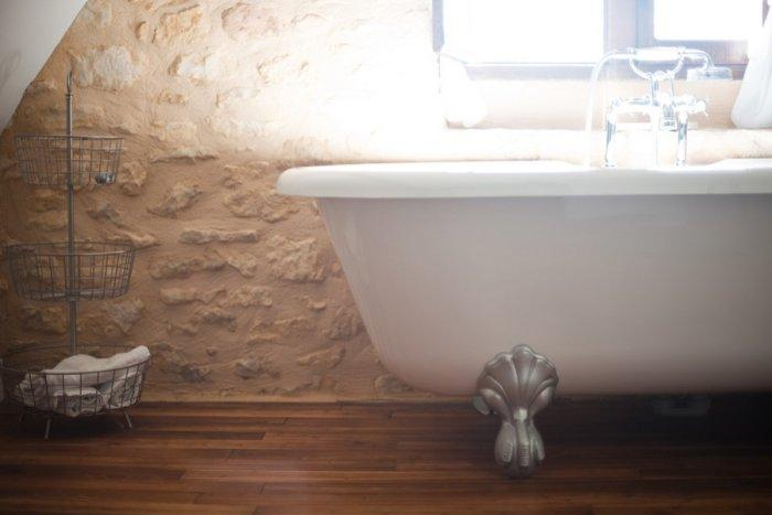 Elegant French bathroom with a rustic touch - La Maisonnette - A Romantic French Cottage