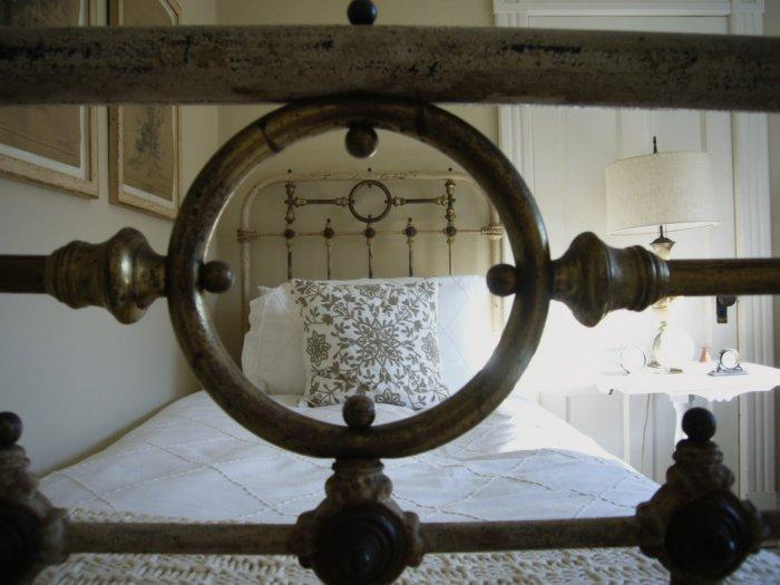 Old-aged bed with metal framework- inspiring furniture ideas for our homes