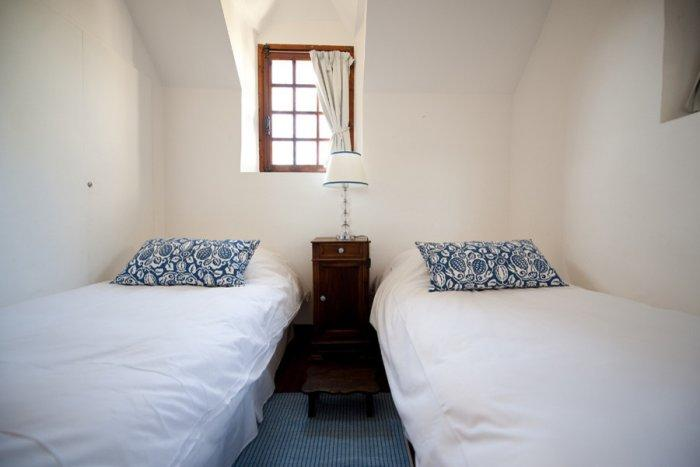 Small guest room with two twin beds - La Maisonnette - A Romantic French Cottage