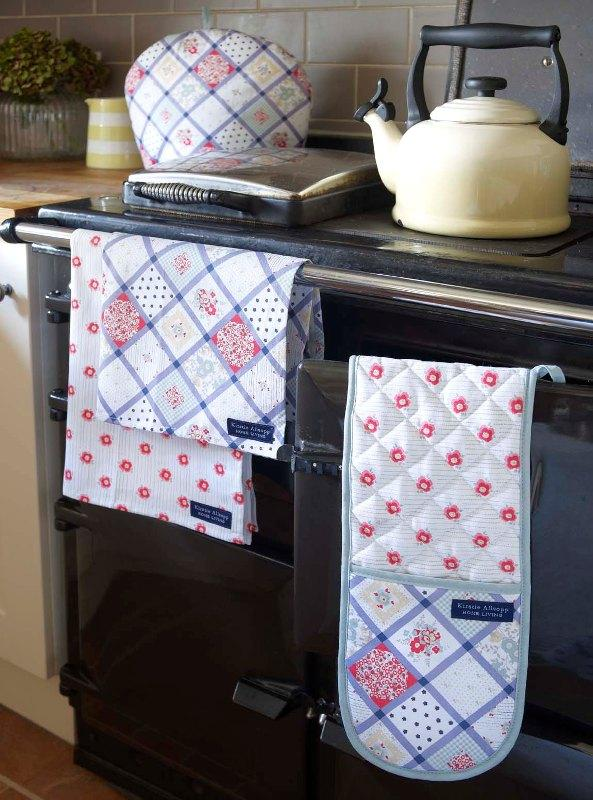 Sweet tea towels and oven glove - Trends in Colors for Autumn/Winter 2013