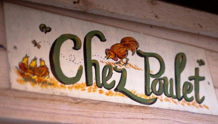 Chez Poulet sign used for kitchen decor - Mansion in California in Italian Style