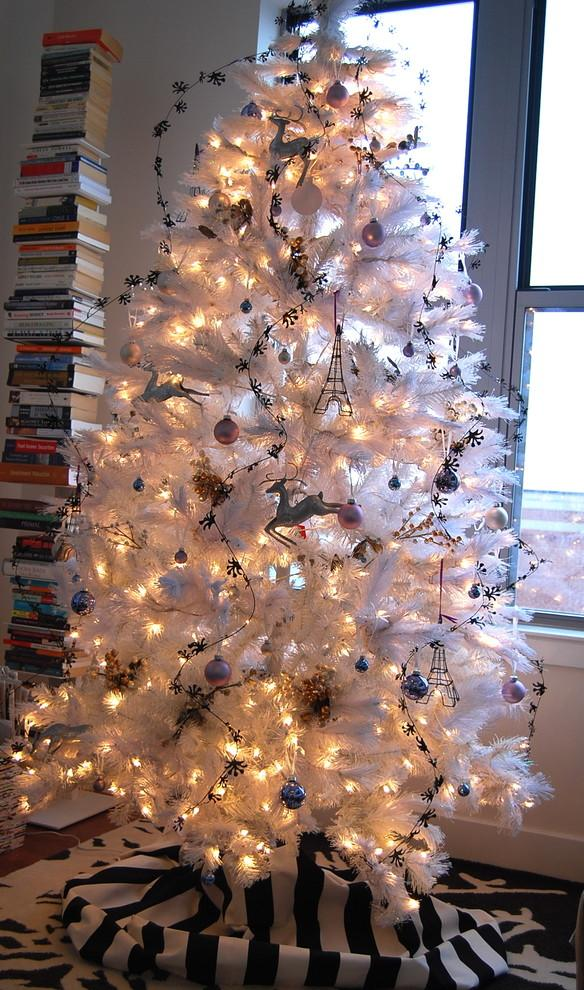 Chic black-and-white Christmas tree-30 Easy and Simple DIY Christmas Decoration Ideas