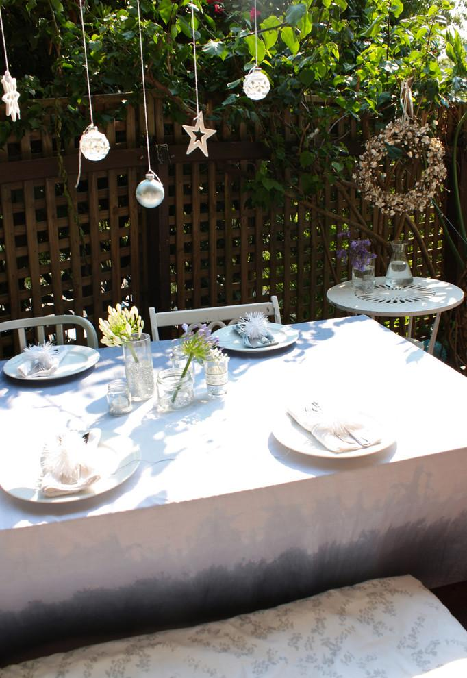 Christmas dinner in the summer-30 Easy and Simple DIY Christmas Decoration Ideas