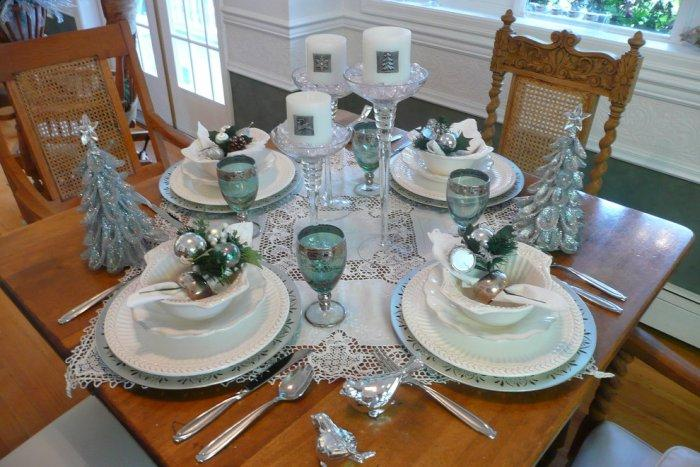 Christmas dinner table for four in light turquoise and silver - 15 Great Colorful Ideas for Home Decorations