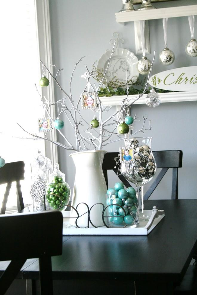 Christmas display in turquoise-30 Easy and Simple DIY Christmas Decoration Ideas