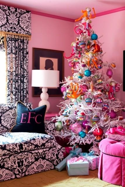 Christmas home interior in vibrant pink - 15 Great Colorful Ideas for Home Decorations