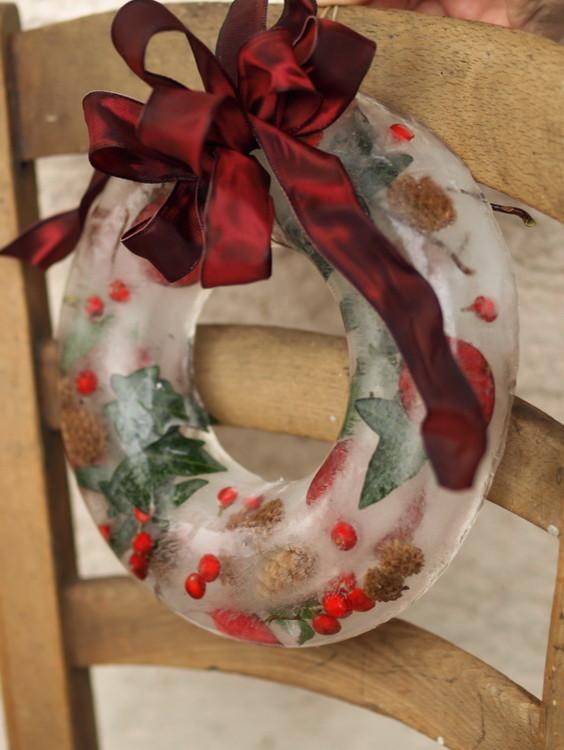 Christmas ice wreath - 17 Scandinavian Examples of  Home Decorations
