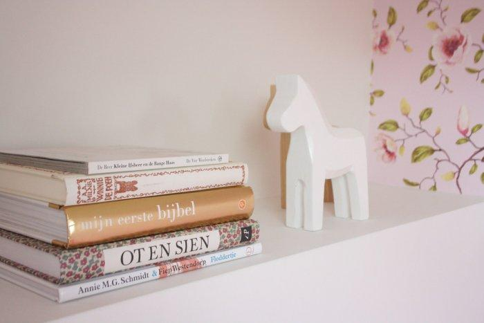 Dala horse used as a Christmas decor item - 17 Scandinavian Examples of  Home Decorations