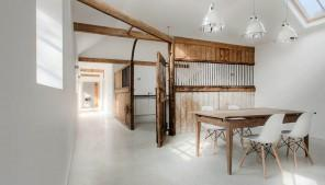 English-stable-turned-into-minimalist-rustic-guesthouse