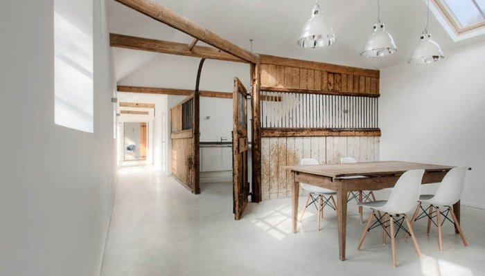 English Stable turned into Minimalist Guesthouse