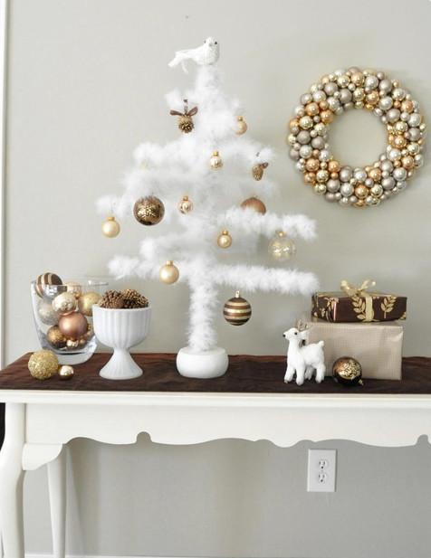Feather ornament tree-30 Easy and Simple DIY Christmas Decoration Ideas
