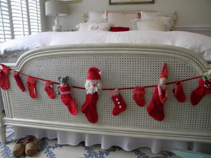 Holiday garland for the anywhere-30 Easy and Simple DIY Christmas Decoration Ideas