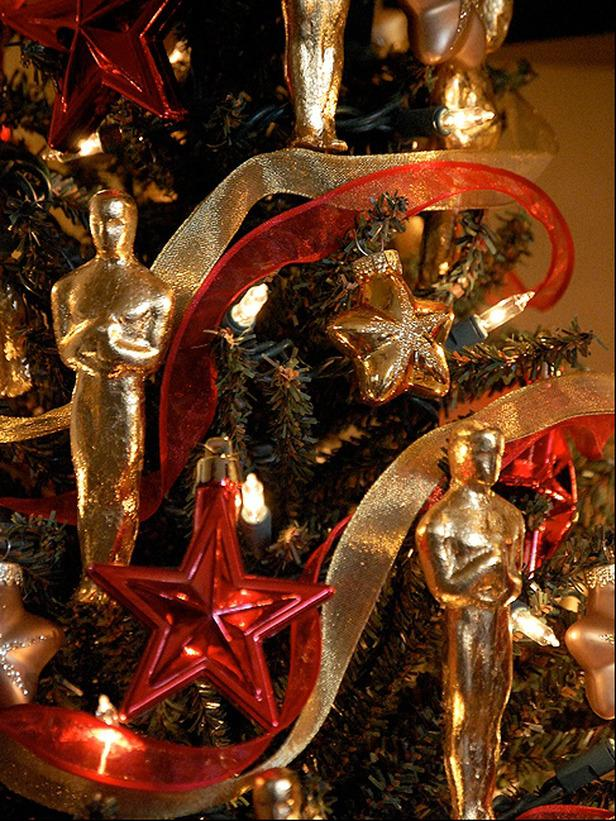 Hollywood Oscar as a Christmas decorative ornament - 20 Stylish and Elegant Ideas for Tree Decorations