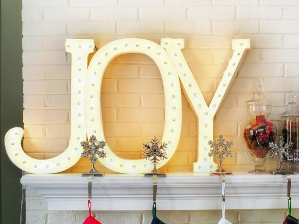 Illuminated Christmas letters made from cardboard - Stylish Home Decoration Ideas in opposite colors