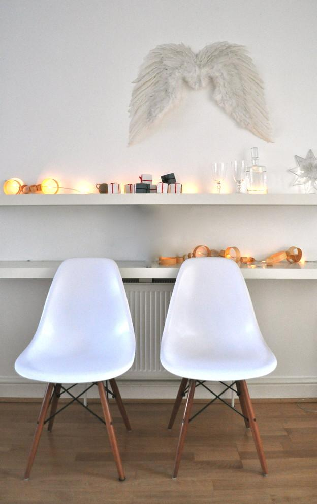 Modern-holiday-dinner-party-2-30 Easy and Simple DIY Christmas Decoration Ideas