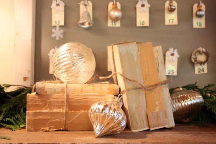 Quick and easy holiday vignette-30 Easy and Simple DIY Christmas Decoration Ideas