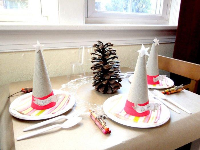 Warm and intimate holiday dinner-1-30 Easy and Simple DIY Christmas Decoration Ideas