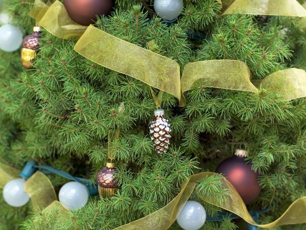 Weatherproof Tree Decor - 20 Stylish and Elegant Ideas for Christmas Tree Decorations