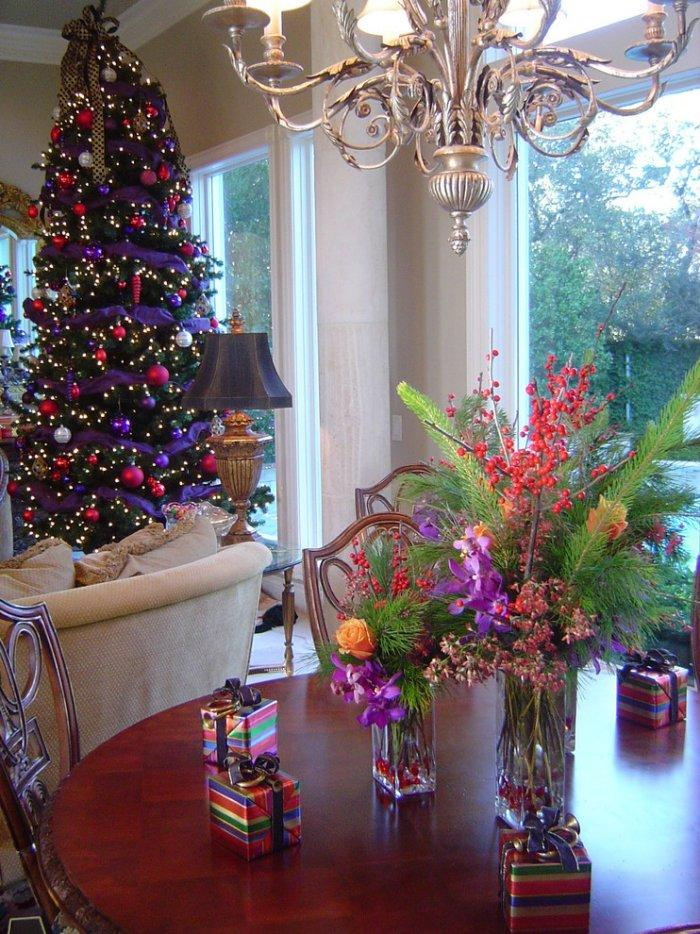Red and brown christmas tree decorations - 15 Great Colorful Ideas For Home Christmas Decorations