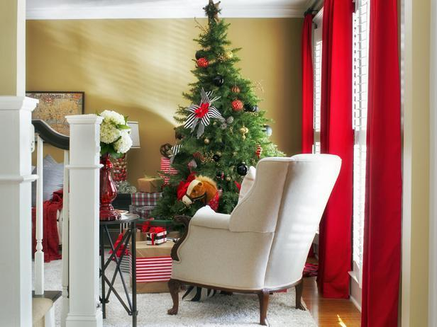 Beautiful classic armchair in a Christmas decorated living room - Stylish Home Decoration Ideas in opposite colors
