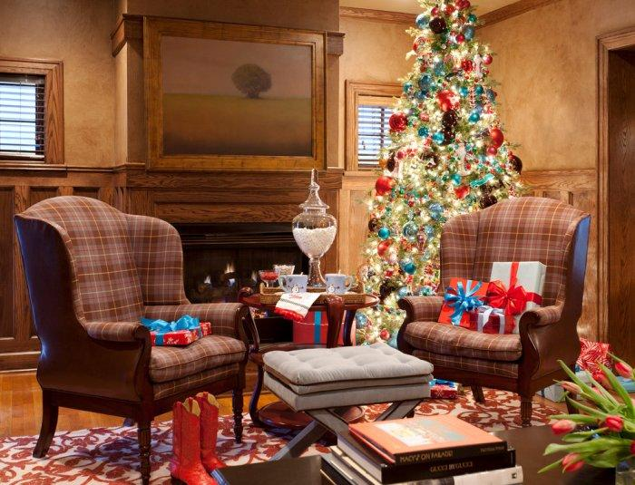Blue and red Christmas gifts and ornaments - 15 Great Colorful Ideas for Home Decorations