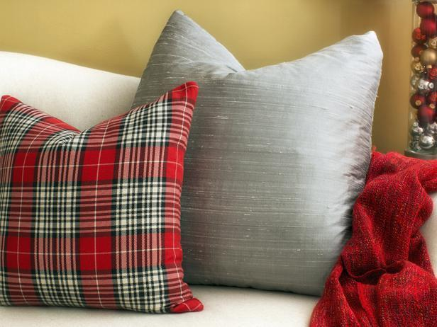 A detailed look of the Christmas sofa pillows - Stylish Home Decoration Ideas in opposite colors