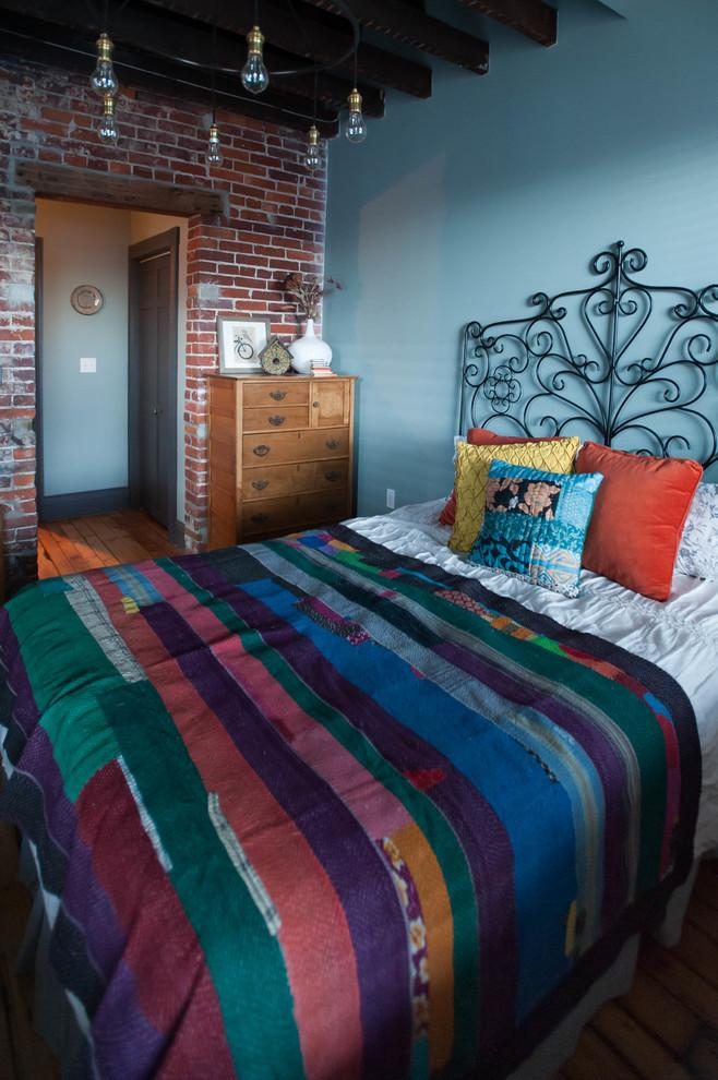 Eclectic guest bedroom in colorful tones - Magical Couple Home in Pittsburgh, USA
